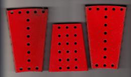 3 MECCANO Mounting Plates 'TRAPEZIUM' Shape : 7 Cm X 10,5  X1,2 Cm & 6,5 X 8 X 1,2 Cm  - Rood / Rot / Red / Rouge - Meccano