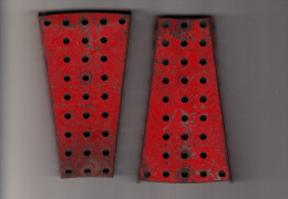 2 MECCANO Mounting Plates ´TRAPEZIUM´ Shape : 7 Cm X 10,5  X1,2 Cm   - Rood / Rot / Red / Rouge - Meccano
