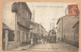 C.P.A Couleur - 51 -- Meyzieu ( Isére) - Rue De La République - Voyagée 1915 - TRAMWAY - TRAIN - Café - Hotel - Meyzieu
