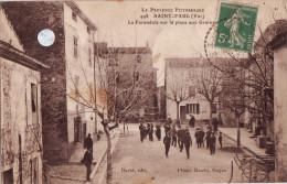 CPA Saint-Paul-en-Forêt - La Farandole Sur La Place Aux Grains - Ohne Zuordnung