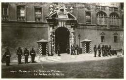 L23 / CPA GLACE MONACO PALAIS RELEVE DE LA GARDE NEUVE VOIR DOS - Palais Princier