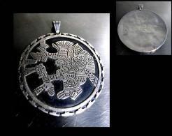 Ancien Gros Central Pendant Mexique Représentant Un Dieu Mythique  / Vintage Big Silver Pendent From Mexico - Ethnics