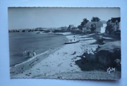 56- Cpsm Petit Format   SAINT-JULIEN-EN-QUIBERON - La Plage - Autres Communes