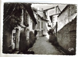 CPSM BARBEZIEUX (Charente) - Rue Des Hautes Douves - France