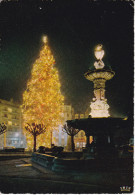 Francia--Limoges-1966-La Fontaine Et Le Sapin De L'Hotel De Ville A Noel---Cachet-Limoges Gare--a, Paris - Limoges
