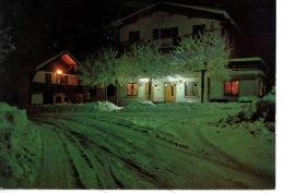 """Verchaix (haute Savoie) Hotel Restaurant """"Le Mont Buet""""  Illuminé La Nuit Sous La Neige - France"""