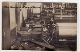 CARTE PHOTO USINE DE FILATURE A L ABANDON AVEC DES CAISSES DE BOBINES DE FILS ET DES METIERS A TISSER OU FILER - Industry