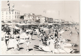 Italie - Italia - Rimini - Bellaria - Spiaggia E Alberghi Animée , Femmes , Pédalo - Rimini