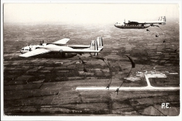 CPSM Carte Photo PAU ? AVION Cargo Militaire Parachutisme Saut Parachutistes Terrain Aviation AIRPLANE Skydiving - 1946-....: Modern Era