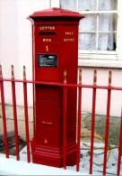 Postcard. GUERNSEY - The Union Street Pillar Box (1853) - Oldest Letter Box, Buzon, Briefkasten, Boîte Lettres - Correos & Carteros