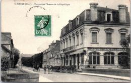 18 SAINT AMAND - L'avenue De La République - Saint-Amand-Montrond