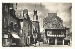 Cp, 22, Dinan, La Rue Et La Tour De L´Horloge - Dinan