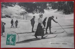 """CPA  ISERE 38  LE SAPPEY  """"SPORTS D´HIVERS SKIEURS""""  1910 - Ed CV P GAUDE Phot - Autres Communes"""