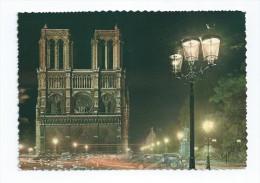 CPA CPSM 75 PARIS ND Vue De Nuit 1965 Citroen Traction DS  Ou Id 2CV - Notre Dame De Paris