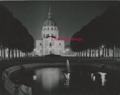 PARIS Années 60-éclairage Public- église Saint Louis Des Invalides La Nuit, Vue D'ensemble - Lieux