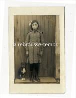 Carte Photo Ancienne- Fillette Avec Son Petit Chien Attaché - Anonyme Personen