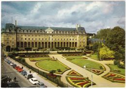 Rennes: CITROËN DS, 2CV BACHE & AMI BREAK, RENAULT DAUPHINE, 4 & 8, PEUGEOT 403 - Palais Saint-Georges    - (F) - Passenger Cars