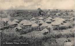 REAL PHOTO - RHODESIA - A MATABELE VILLAGE  -   S847 - Zambie