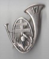 INSIGNE 17° BCP BATAILLON DE CHASSEURS A PIED Croix De Lorraine , épingle à Bascule  - ARTHUS BERTRAND - Army