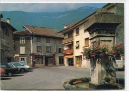 CPSM 38 LE TOUVET LA PLACE DE L EGLISE AU DESSUS L ALPETTE  Grand Format 15 X 10,5 - France