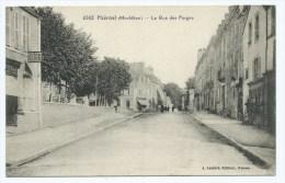 CPA PLOERMEL, PUB SINGER, LA RUE DES FORGES, MORBIHAN 56 - Ploërmel