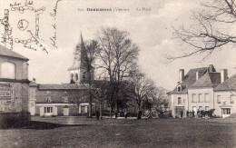 Cpa  86  Beaumont , La Place Animee - Autres Communes