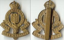 BRITANIQUE ROYAL CORPS ARMY ORDONANCE HONI SOIT - Cap Badge Royaume Unis - Landmacht