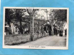 Petit Palais-l'Arrivée-animée Autour-du Poste à Essence-a Voyagé En 1941-édition  Silvestre - Autres Communes