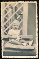 Photo (1949) : Jeune Enfant (bébé, Garçon) Posant Assis Sur Un Coussin - Personas Anónimos