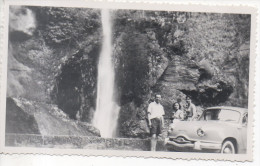 PHOTO - GORGES DU LOUP - 1954 - VOITURE PANHARD - Orte
