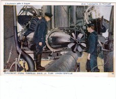 L Angleterre Prete A Frappe Marine Royal Navy Ww1 Placement D Une Torpille Dans Le Tube Lance Torpille Tres Animée Marin - Oorlog 1914-18