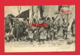 Seine Et Marne - NEUFMOUTIERS - Guerre 14-18 - Marocains Examinant Leur Butin De Guerre - France