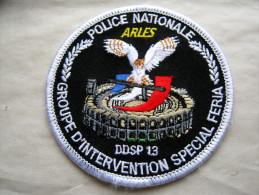 INSIGNE TISSUS PATCH POLICE NATIONALE GIS SPECIALE FERIA ARLES DDSP DU 13 ETAT EXCELLENT SUR VELCRO - Police & Gendarmerie