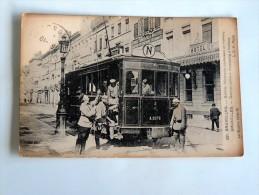 Carte Postale Ancienne : BRUXELLES : Soldats Allemands Conduisant Un Tramway, En 1915 - Public Transport (surface)