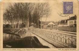 AUBIGNY-SUR-NERE  Le Pont De Pierre  Circulée Vers 1942 - Aubigny Sur Nere