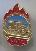 FIREMEN - Feuerwehrmann Car, Soviet Union Russia, Vinage Pin Badge - Pompiers