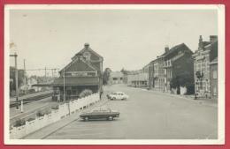 Moustier-sur-Sambre  - Place De La Gare Et La Gare - Oldtimer -1967 ( Voir Verso ) - Jemeppe-sur-Sambre