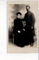 """Carte Photo - Portrait D'un Couple Dont Un Militaire 23 Au Col  (photographe """"Dora """") - Fotografie"""