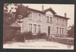 CPA 906 Venteuges Groupe Scolaire Et Mairie - Frankreich