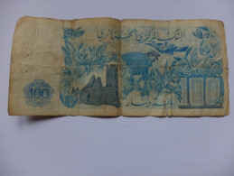 BILLET ALGERIE - P.131 (VOIR SIGNATURES) - 100 DINARS - 1981 - MINARET - HIRONDELLE - PAYSAN - Algérie