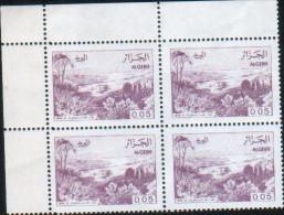 Algérie-bloc De Quatre Neuf  (Yv: 815) Vues D'Algérie - Algérie (1962-...)