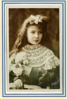 CPA *** Jolie Carte De  Jeune Fille *** Belle Carte . - Unclassified