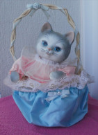 CHAT Musical Avec Remontoir, Dans Son Panier - Cats