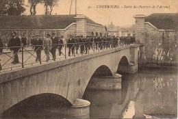 50 CHERBOURG  Sortie Des Ouvriers De L'Arsenal - Cherbourg