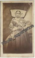Photo Cdv XIX Femme Costume Folklore Coiffure 1870 CHARENTE MARITIME 17 Poitou Charentes - Antiche (ante 1900)