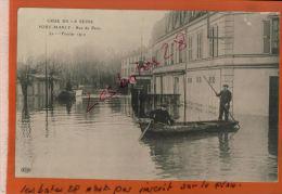 CPA  78  PORT-MARLY  Rue De Paris  Crue De La Seine  INONDATIONS DE 1910  Personnages En Bateau   MARS 2015 GER 177 - France