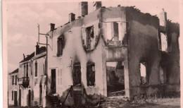 Cpsm ( Genre Carte Photo ).. 58  Montsauche , Place De La Mairie Ruine Par Les Allemand En Juin 1944 - Montsauche Les Settons