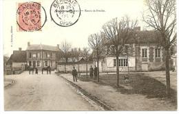 CPA 60 BERTHECOURT 1905 : LA ROUTE DE BRESLES TRAVERSE LE BOURG. PETITE PLACE ET CHAUSSEE ANIMES VILLAGEOIS ET CHEVAUX. - Francia