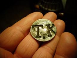 A IDENTIFIER .........Pièce Napoléon III Empereur 1855 Frappée T.K & 2 3  Bronze - Origine Sconosciuta