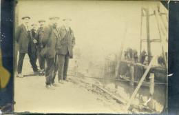 A identifier Carte Photo d'ouvriers sur un quai Semble construction d'un pont ou plate forme